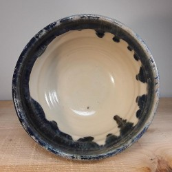 Salads ramen noodle or cereal bowl, interior view