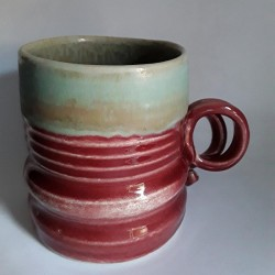 Stoneware mug, medium-sized cup, right view.