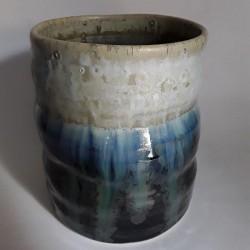 炻器马克杯或中型杯子,背面视图
