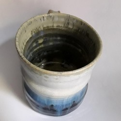 炻器马克杯或中型杯子,内部侧视图
