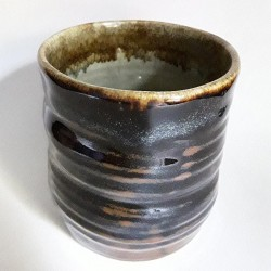 Stoneware mug, medium-sized cup, back side view