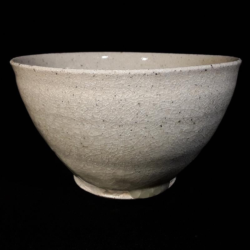 Medium-sized bowl with Guan glaze, front view