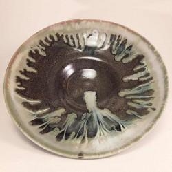 中尺寸瓷器瓷碗或盘子,内视图