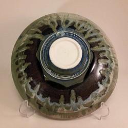 中尺寸瓷器瓷碗或盘子,下视图