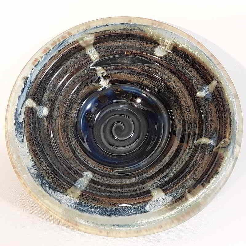 Midsize porcelain bowl, interior view