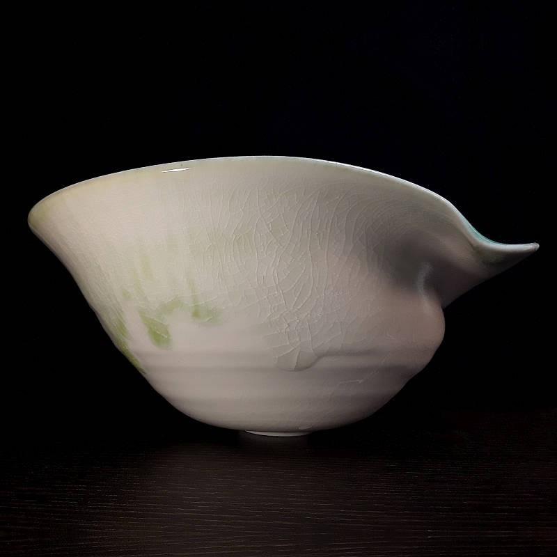 宽型瓷器碗,侧视图